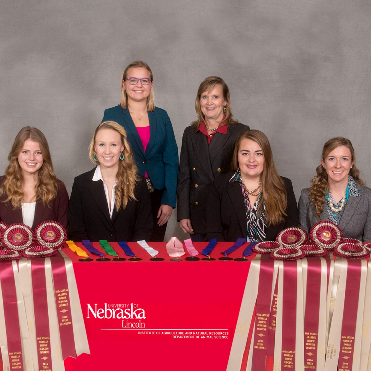 group picture of 2016 horse judging team