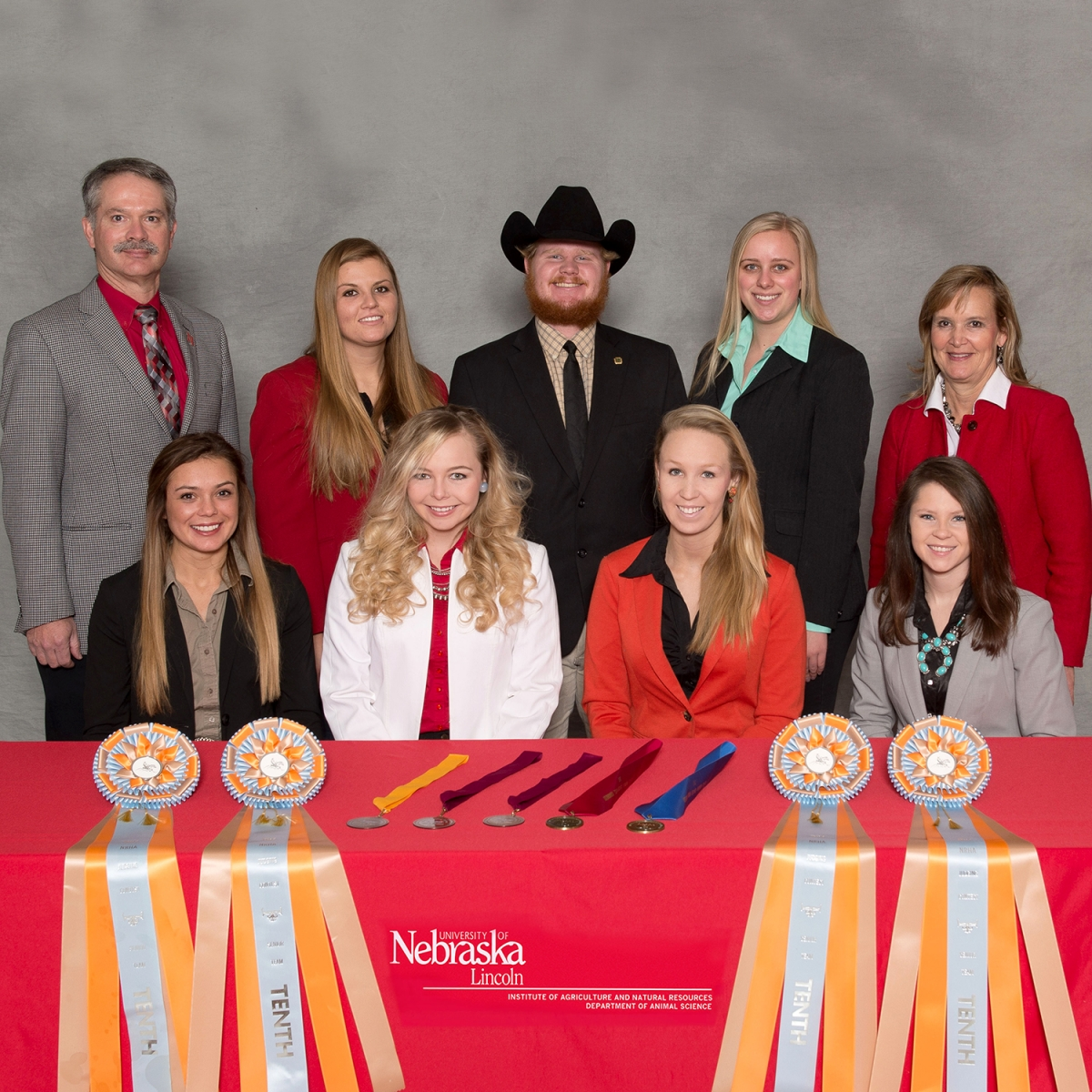 group picture of 2017 horse judging team