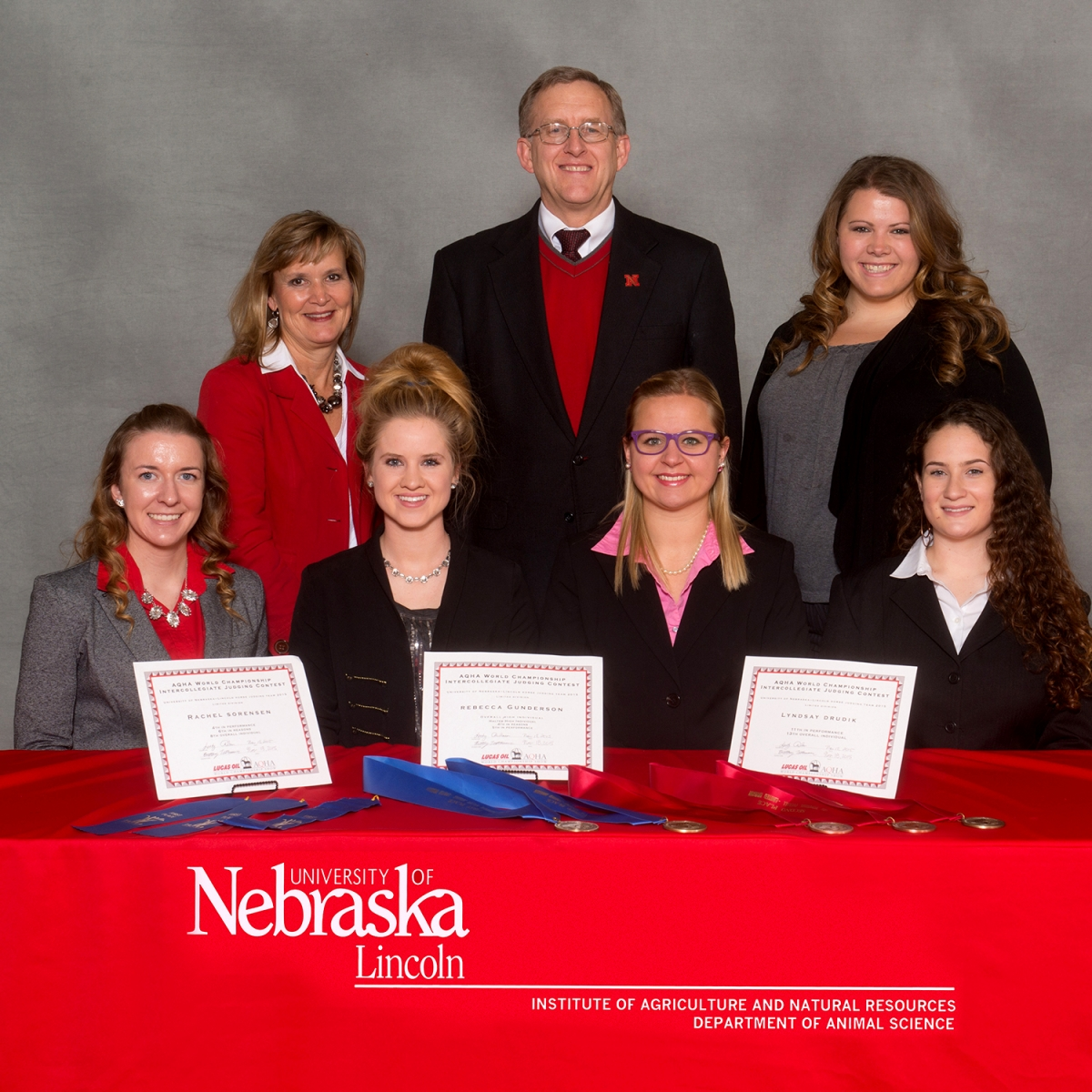 group picture of 2015 horse judging team