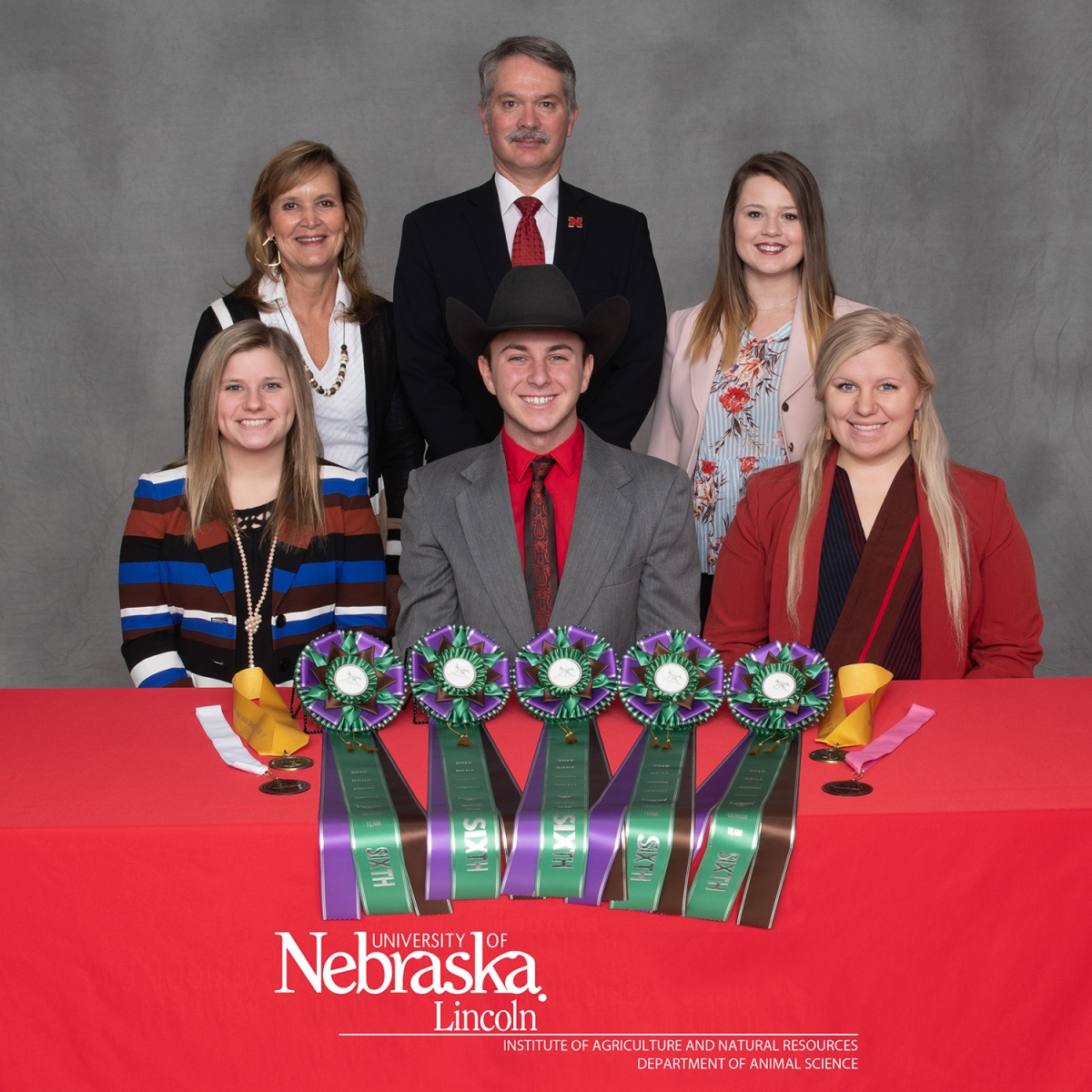 group picture of 2019 horse judging team