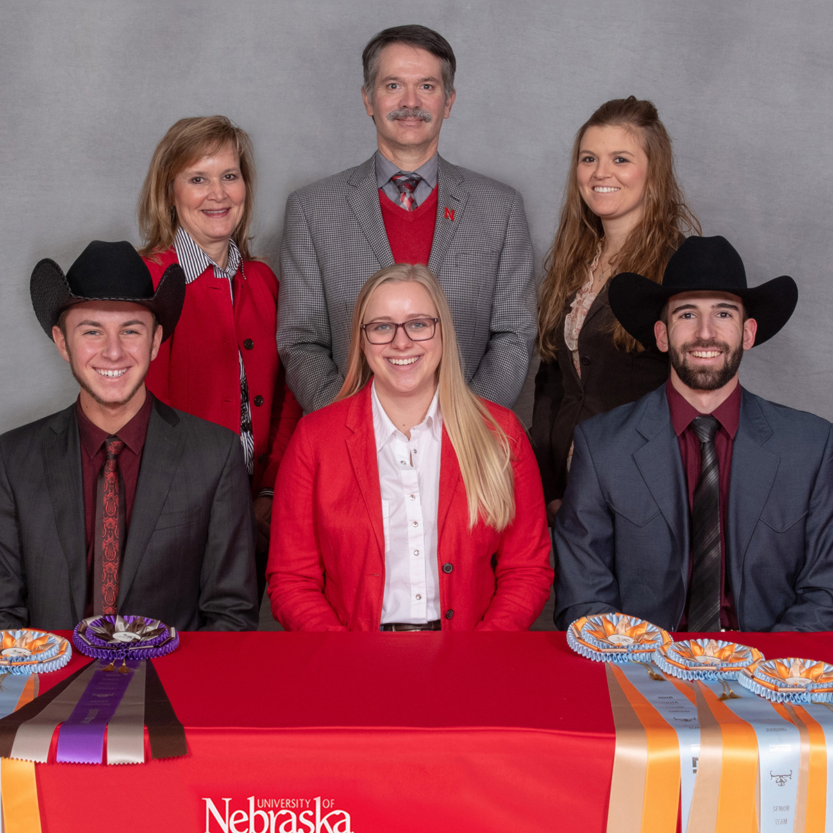 Group picture of 2018 Horse Judging Team